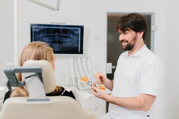 Fissurenversiegelung - Leistungen von Zahnarzt Bittelmeyer und Zahnärztin Deister - Zahnarzt München
